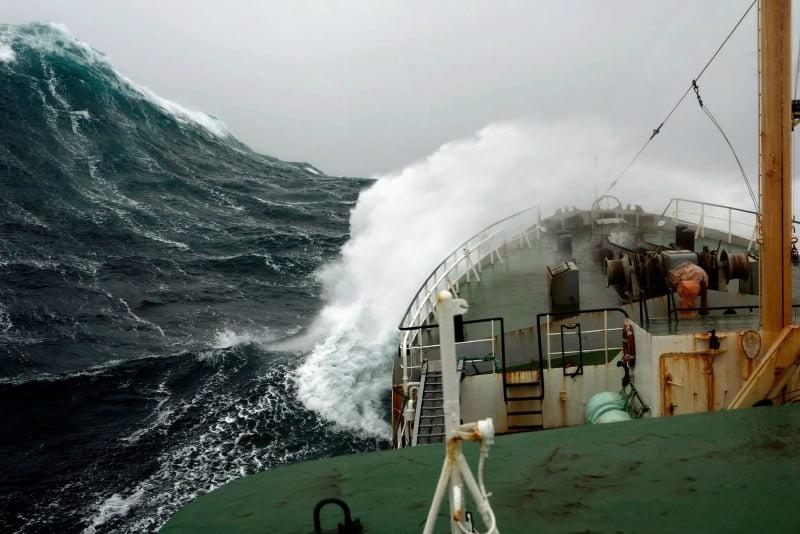 vinho Poseidon em estágio em alto mar