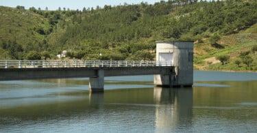 Água armazenada nas bacias hidrográficas desceu em junho