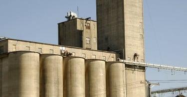 Produtores controlam gestão de 12 silos de cereais