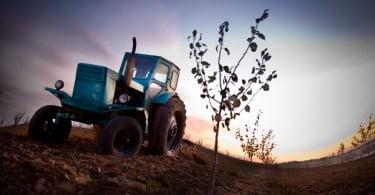 trator agrícola pôr do sol Vida Rural