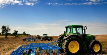 trator terreno agrícola Vida Rural