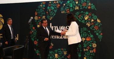 Luís Bulhão Martins recebe de Raquel Rebelo Prémio Organização e Produtores que marca um galardão ganho pela Cersul