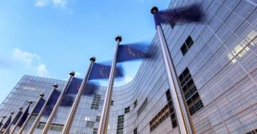 Bruxelas aumenta ajudas aos agricultores