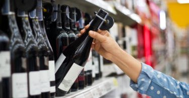Brasileiros compram mais vinho no comércio grossista